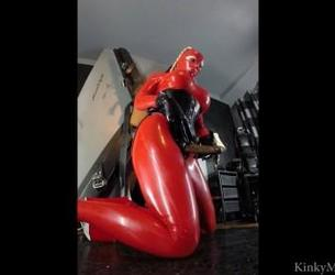[KinkyMistresses.com] Latex Lucy (Latex Lucy - Suck It Part 2 / 22.02.2015) [2015 g., Domination/Submission, Rubber, Latex, Strap-On, Oral, Deep Throat, 720p, HDRip]